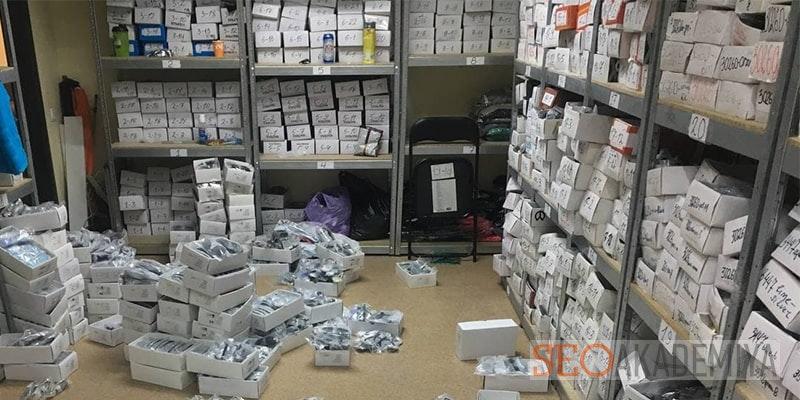 сотрудник для контроля склада магазина фото